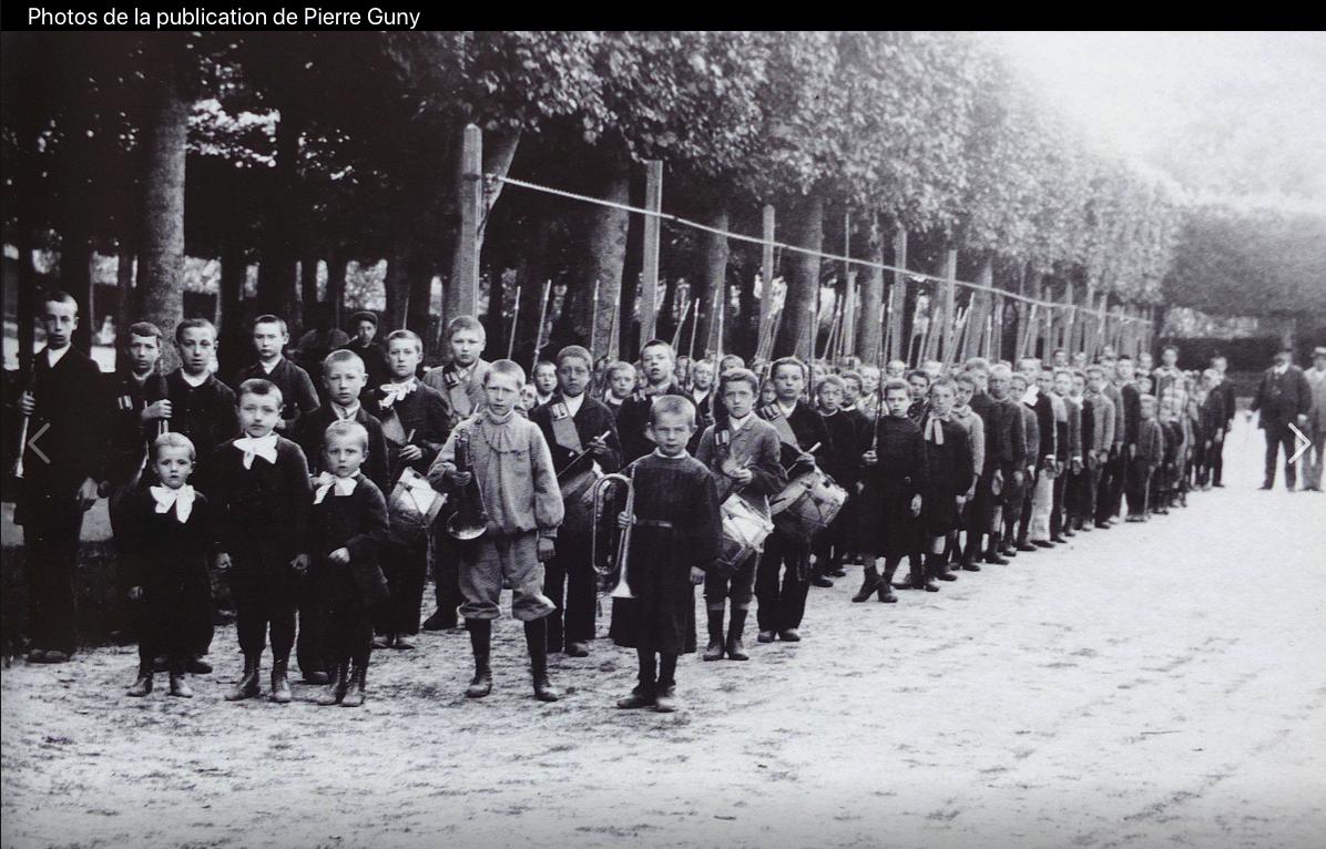 Formation des écoliers à la discipline militare